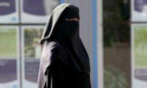 A-Muslim-woman-wearing-a--007